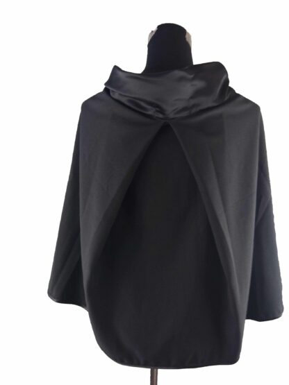 cape de cérémonie noir satin, accessoire de cérémonie a l'atelier de la couture