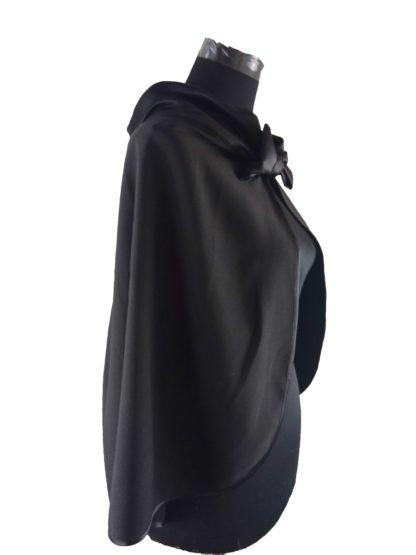 cape noir de cérémonie, a l'atelier de la couture votre spécialiste des accessoires de cérémonie à la roche sur yon, Made in vendée, Made in France