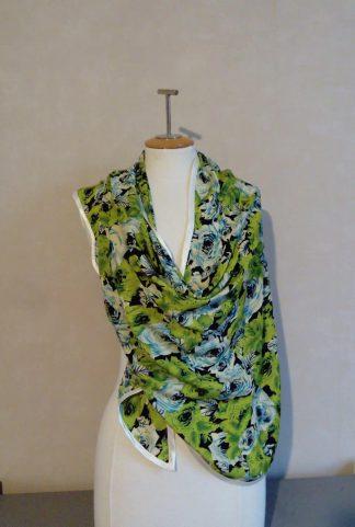 Etole chale en micro fibre vert, motif flora