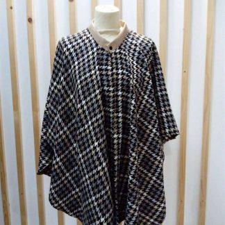 Poncho en laine a carreaux marron noir et blanc