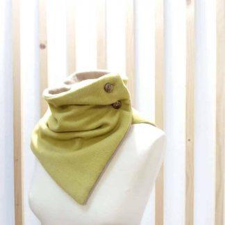 Col en laine couleur moutarde
