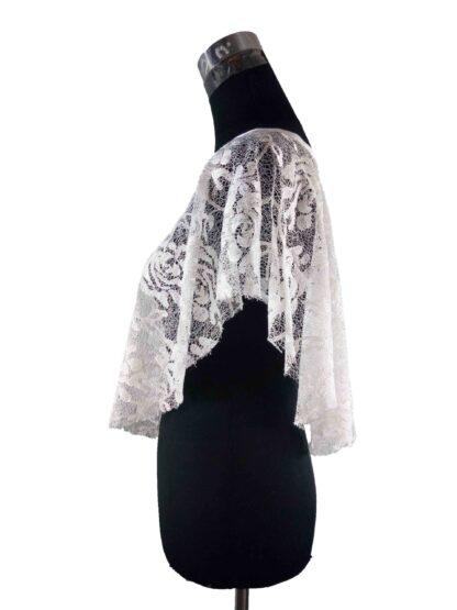 poncho en dentelle blanche, a l'atelier de la couture votre spécialiste en accessoire pour la mariée