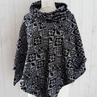 Poncho gris & noir imprimé Aztéque