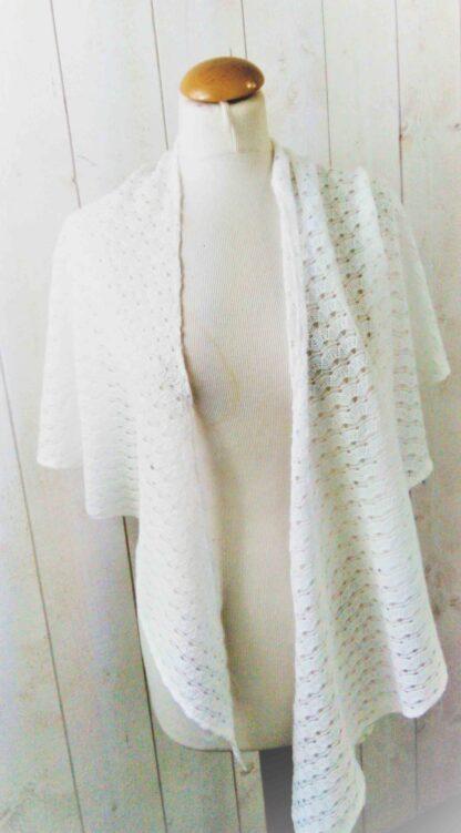 châle blanc en crochet coton