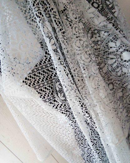 châle en dentelle blanche, étole en dentelle blanche by a l'atelier de la couture