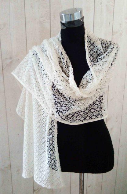 Châle en crochet Beige a l'atelier de la couture