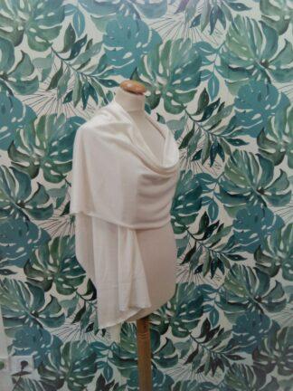Étole châle en maille blanche