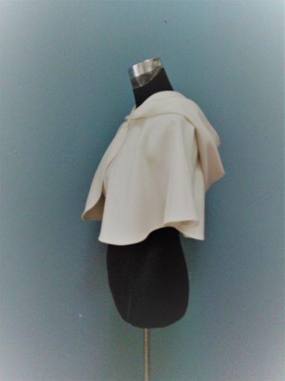 accessoire pour la mariée, cape avec capuche pour un mariage en hiver, al'atelier de la couture