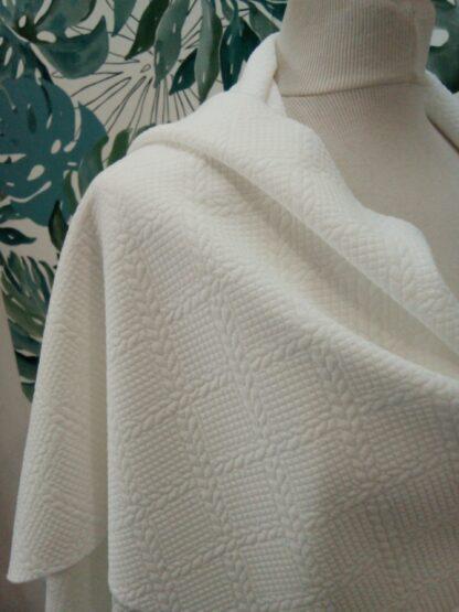 Etole blanc soie aspect torsadée